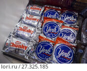 Купить «Nestlé's brand Chunky with Hershey's York Peppermint Patty candy in a store in New York on Tuesday, September 5, 2017. Major confectioners including Hershey...», фото № 27325185, снято 5 сентября 2017 г. (c) age Fotostock / Фотобанк Лори