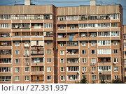 Четырёх-, пяти-, семи-, девятиэтажный восьмиподъездный панельный жилой дом серии П-46, построен в 1995 году. Улица Барышиха, 12. Район Митино. Город Москва (2009 год). Стоковое фото, фотограф lana1501 / Фотобанк Лори