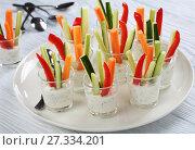 Купить «individual vegetarian Cocktail shots, close-up», фото № 27334201, снято 25 декабря 2017 г. (c) Oksana Zh / Фотобанк Лори
