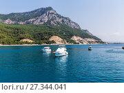 Купить «Ship emerald water at the island», фото № 27344041, снято 25 июля 2015 г. (c) Евгений Ткачёв / Фотобанк Лори