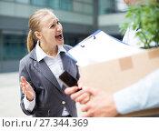 Angry businesswoman is chastising the employee. Стоковое фото, фотограф Яков Филимонов / Фотобанк Лори