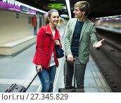 Купить «Ordinary couple with suitcases waiting for train», фото № 27345829, снято 17 августа 2018 г. (c) Яков Филимонов / Фотобанк Лори