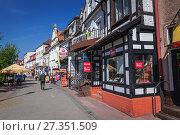 Купить «Street on the Old Town of Kolobrzeg city in West Pomeranian Voivodeship of Poland.», фото № 27351509, снято 12 мая 2017 г. (c) age Fotostock / Фотобанк Лори