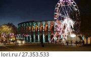 Купить «NIMES, FRANCE - DECEMBER 01, 2017: Spinning ferris wheel near illuminated Arena of Nimes, France», видеоролик № 27353533, снято 1 декабря 2017 г. (c) Яков Филимонов / Фотобанк Лори