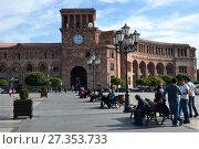 Купить «YEREVAN, ARMENIA – October 12, 2016: Walking people at the central Republic Square on a sunny day», фото № 27353733, снято 12 октября 2016 г. (c) Анна Мартынова / Фотобанк Лори