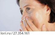 Купить «Mature woman applying cream», видеоролик № 27354161, снято 5 января 2018 г. (c) Илья Шаматура / Фотобанк Лори