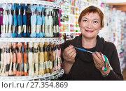 Купить «Woman choosing mouline for embroidery in needlework shop», фото № 27354869, снято 10 мая 2017 г. (c) Яков Филимонов / Фотобанк Лори