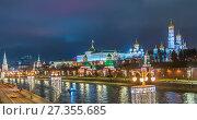 Купить «Москва. Кремлевская набережная вечером», эксклюзивное фото № 27355685, снято 4 января 2018 г. (c) Виктор Тараканов / Фотобанк Лори