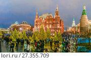 Купить «Новогодние дни на Охотном Ряду в Москве», эксклюзивное фото № 27355709, снято 2 января 2018 г. (c) Виктор Тараканов / Фотобанк Лори