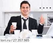 Купить «Relaxed businessman finishing work», фото № 27357985, снято 20 апреля 2017 г. (c) Яков Филимонов / Фотобанк Лори