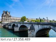 Купить «Цветочный павильон Лувра и Pont Royal. Париж. Франция», фото № 27358489, снято 10 мая 2017 г. (c) Николай Коржов / Фотобанк Лори