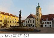 Купить «Main Square in Bratislava historic city center», фото № 27371161, снято 4 ноября 2017 г. (c) Яков Филимонов / Фотобанк Лори