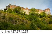 Купить «Castle of Dracula is on the green mountain», фото № 27371225, снято 23 сентября 2017 г. (c) Яков Филимонов / Фотобанк Лори