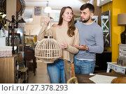 Купить «Girl with boyfriend in search of lampshade», фото № 27378293, снято 9 ноября 2017 г. (c) Яков Филимонов / Фотобанк Лори
