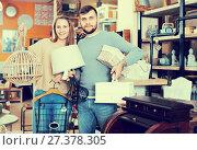 Купить «pair standing with purchases in furnishings showroom», фото № 27378305, снято 9 ноября 2017 г. (c) Яков Филимонов / Фотобанк Лори