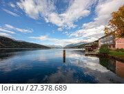 Купить «Озеро Мильштеттер (Millstaetter See), вид на Альпы. Город Милльштатт, Австрия», фото № 27378689, снято 8 октября 2017 г. (c) Bala-Kate / Фотобанк Лори