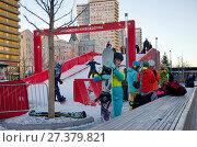 Купить «Москва в новогодние праздники. Сноуборд-парк на Новом Арбате», эксклюзивное фото № 27379821, снято 9 января 2018 г. (c) Елена Коромыслова / Фотобанк Лори