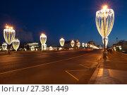 Новогодняя иллюминация на Большом Москворецком мосту, Москва, Россия (2018 год). Редакционное фото, фотограф Елена Коромыслова / Фотобанк Лори