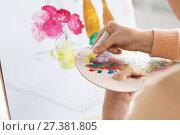 Купить «artist applying paint to palette at art studio», фото № 27381805, снято 1 июня 2017 г. (c) Syda Productions / Фотобанк Лори