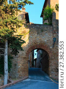 Купить «Pienza street, Tuscany, Italy», фото № 27382553, снято 23 июня 2017 г. (c) Юрий Брыкайло / Фотобанк Лори