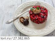 Купить «Винегрет с маринованными грибами и зеленью», фото № 27382865, снято 11 января 2018 г. (c) Марина Сапрунова / Фотобанк Лори