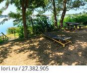 Купить «Сamping pitch on summer lake calm beach», фото № 27382905, снято 1 сентября 2017 г. (c) Юрий Брыкайло / Фотобанк Лори