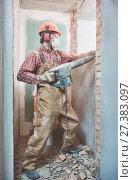 Купить «builder with demolition hammer breaking interior wall», фото № 27383097, снято 8 декабря 2017 г. (c) Дмитрий Калиновский / Фотобанк Лори