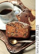 Купить «Кексы и чашка кофе на подносе», фото № 27383225, снято 12 января 2018 г. (c) Яна Королёва / Фотобанк Лори