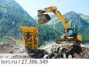 Купить «excavator and stone crusher machine», фото № 27386349, снято 17 июля 2015 г. (c) Дмитрий Калиновский / Фотобанк Лори