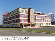 Купить «Krasnouralsky copper smelting plant. UMMC Management Building», фото № 27386441, снято 16 августа 2016 г. (c) Евгений Ткачёв / Фотобанк Лори