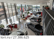Selling cars Toyota in the showroom. New products automaker Toyota (2017 год). Редакционное фото, фотограф Евгений Ткачёв / Фотобанк Лори