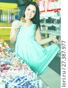happy sexy female posing in the store with lolly. Стоковое фото, фотограф Яков Филимонов / Фотобанк Лори