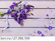 Купить «spring flowers on wooden background», фото № 27390169, снято 22 мая 2017 г. (c) Майя Крученкова / Фотобанк Лори