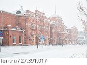 Купить «Winter, heavy snowfall in Kazan. Railway station», фото № 27391017, снято 7 января 2018 г. (c) Юлия Бабкина / Фотобанк Лори