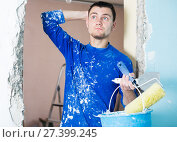 Купить «Confused contractor determining scope of work», фото № 27399245, снято 21 мая 2017 г. (c) Яков Филимонов / Фотобанк Лори