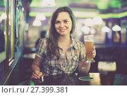 girl in bar with beer. Стоковое фото, фотограф Яков Филимонов / Фотобанк Лори