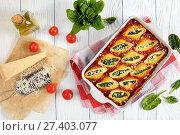 Купить «shells stuffed with cheese and spinach», фото № 27403077, снято 13 января 2018 г. (c) Oksana Zh / Фотобанк Лори