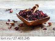 Купить «Petals of hibiscus tea in a wooden bowl», фото № 27403245, снято 20 января 2017 г. (c) Марина Сапрунова / Фотобанк Лори