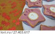 Купить «Christmas gingerbread. Baking process using specialized electrical equipment. Preparation for holidays.», видеоролик № 27403617, снято 21 октября 2017 г. (c) Mikhail Davidovich / Фотобанк Лори