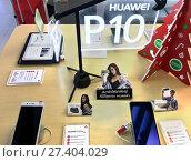 Купить «Huawei P10 in IT City store, Bangkok», фото № 27404029, снято 12 декабря 2017 г. (c) Александр Подшивалов / Фотобанк Лори