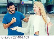 Купить «Female is talking with latino male», фото № 27404109, снято 10 августа 2017 г. (c) Яков Филимонов / Фотобанк Лори