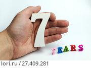 Купить «Hand holding number seven», фото № 27409281, снято 6 февраля 2017 г. (c) Григорий Алехин / Фотобанк Лори
