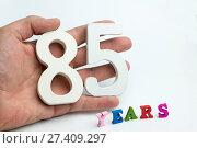 Купить «Hand holding number eighty-five», фото № 27409297, снято 6 февраля 2017 г. (c) Григорий Алехин / Фотобанк Лори