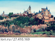 Купить «View of old Segovia with Alcazar», фото № 27410169, снято 16 ноября 2014 г. (c) Яков Филимонов / Фотобанк Лори