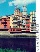 Купить «view of Girona with river», фото № 27410185, снято 12 июня 2014 г. (c) Яков Филимонов / Фотобанк Лори