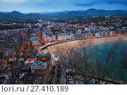 Above view of La Concha beach in twilight at San Sebastian (2016 год). Стоковое фото, фотограф Яков Филимонов / Фотобанк Лори