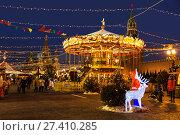 Купить «Рождественская ярмарка на Красной площади вечером, Москва, Россия», фото № 27410285, снято 16 января 2018 г. (c) Наталья Волкова / Фотобанк Лори
