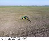 Купить «Tractor with hinged system of spraying pesticides. Fertilizing w», фото № 27424461, снято 13 марта 2017 г. (c) Леонид Еремейчук / Фотобанк Лори