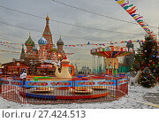 Купить «GUM Fair at Red Square. Carousels in background of Cathedral of St. Basil Blessed in evening», фото № 27424513, снято 19 января 2018 г. (c) Валерия Попова / Фотобанк Лори