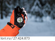 hand with a compass in the frost on a snowy forest background. Стоковое фото, фотограф Константин Лабунский / Фотобанк Лори